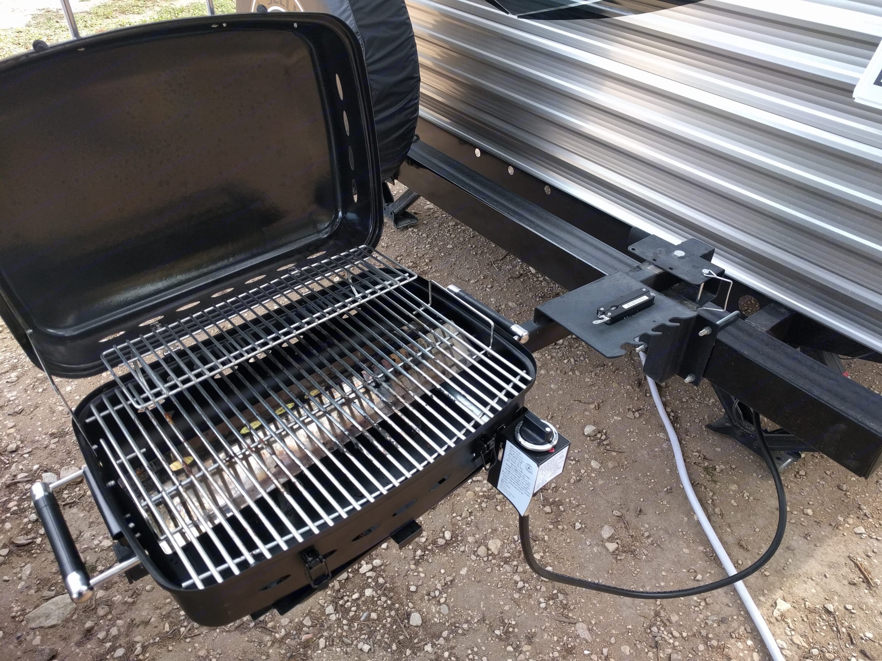 Grill with quick-disconnect propane connection slides onto bumper arm. . Jayco Jay Flight 2017