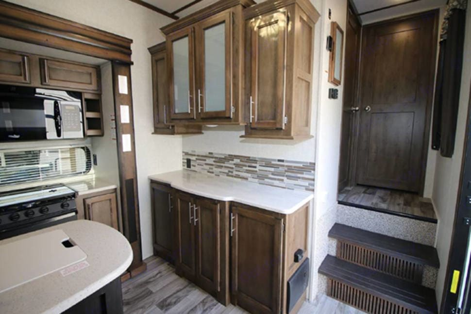 Kitchen counter and cabinets. Keystone Cougar 2018