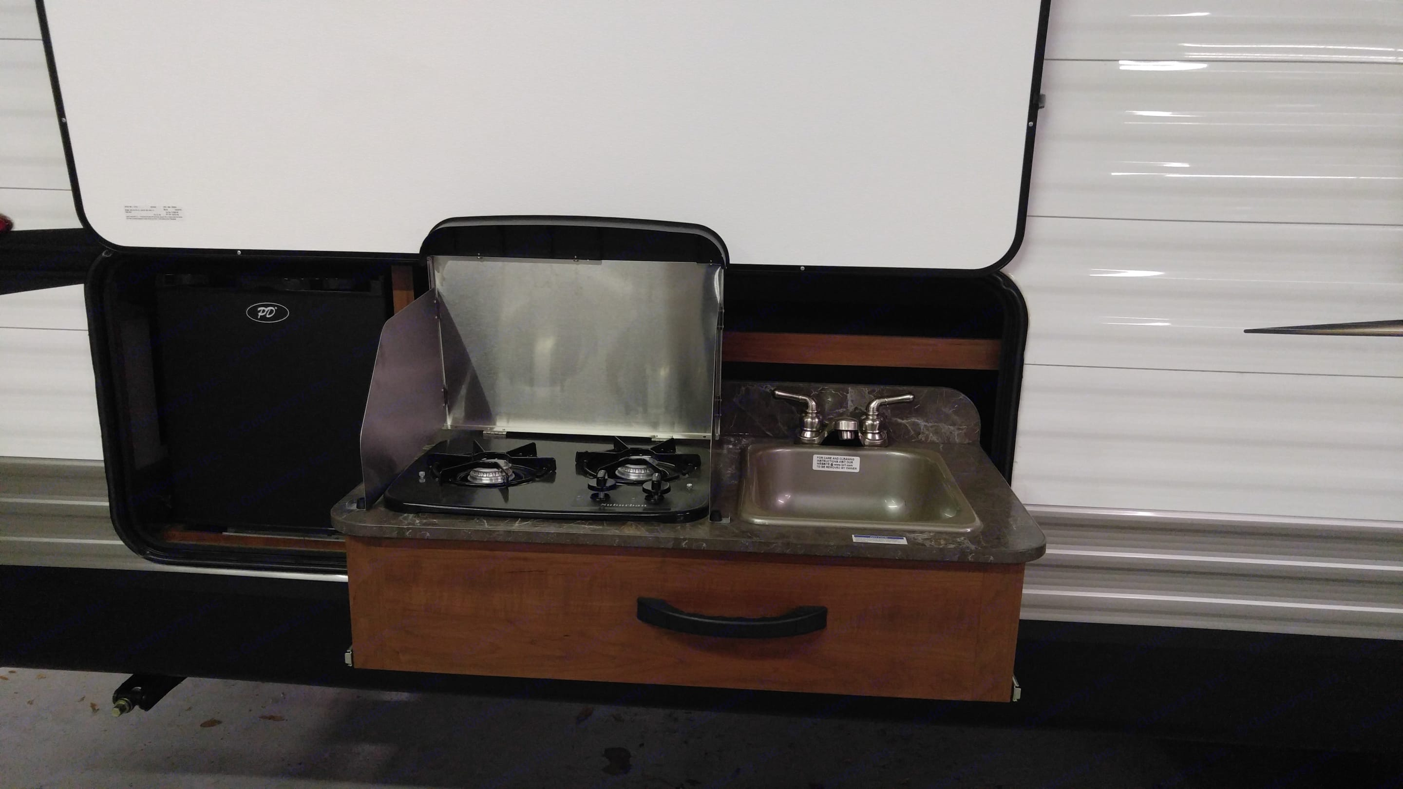 Two burner stove and sink in the outdoor kitchen.. Jayco Jay Flight 2017
