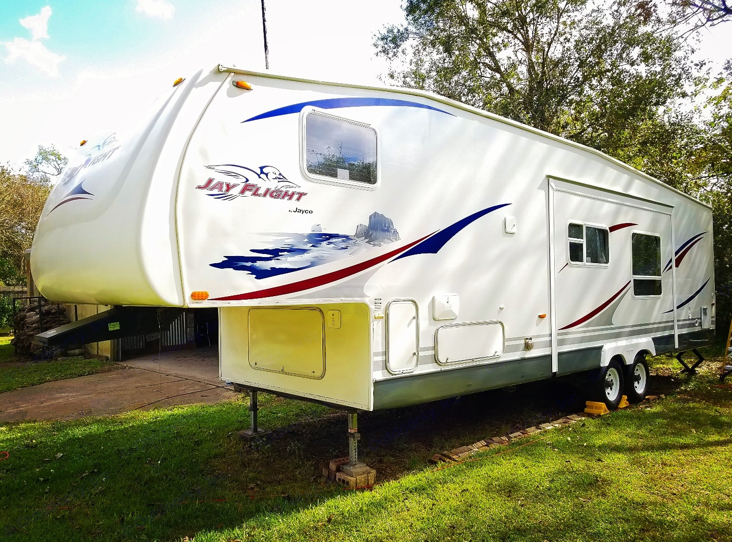 Great family camper that is ready to go. You add your food, and your clothes, and this rig is ready to roll out.. Jayco Jay Flight 2007