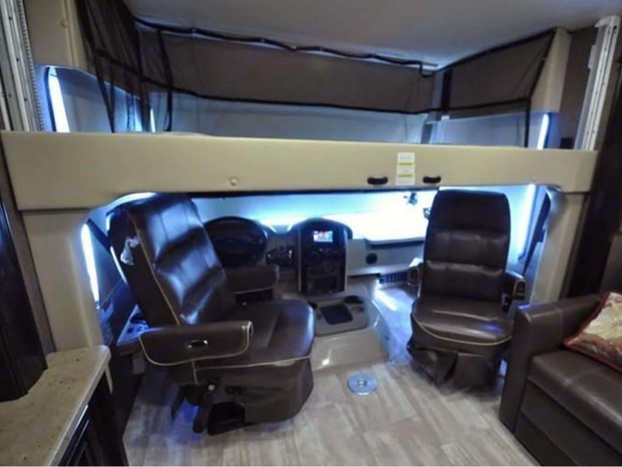 Thor Motor Coach Challenger 2016
