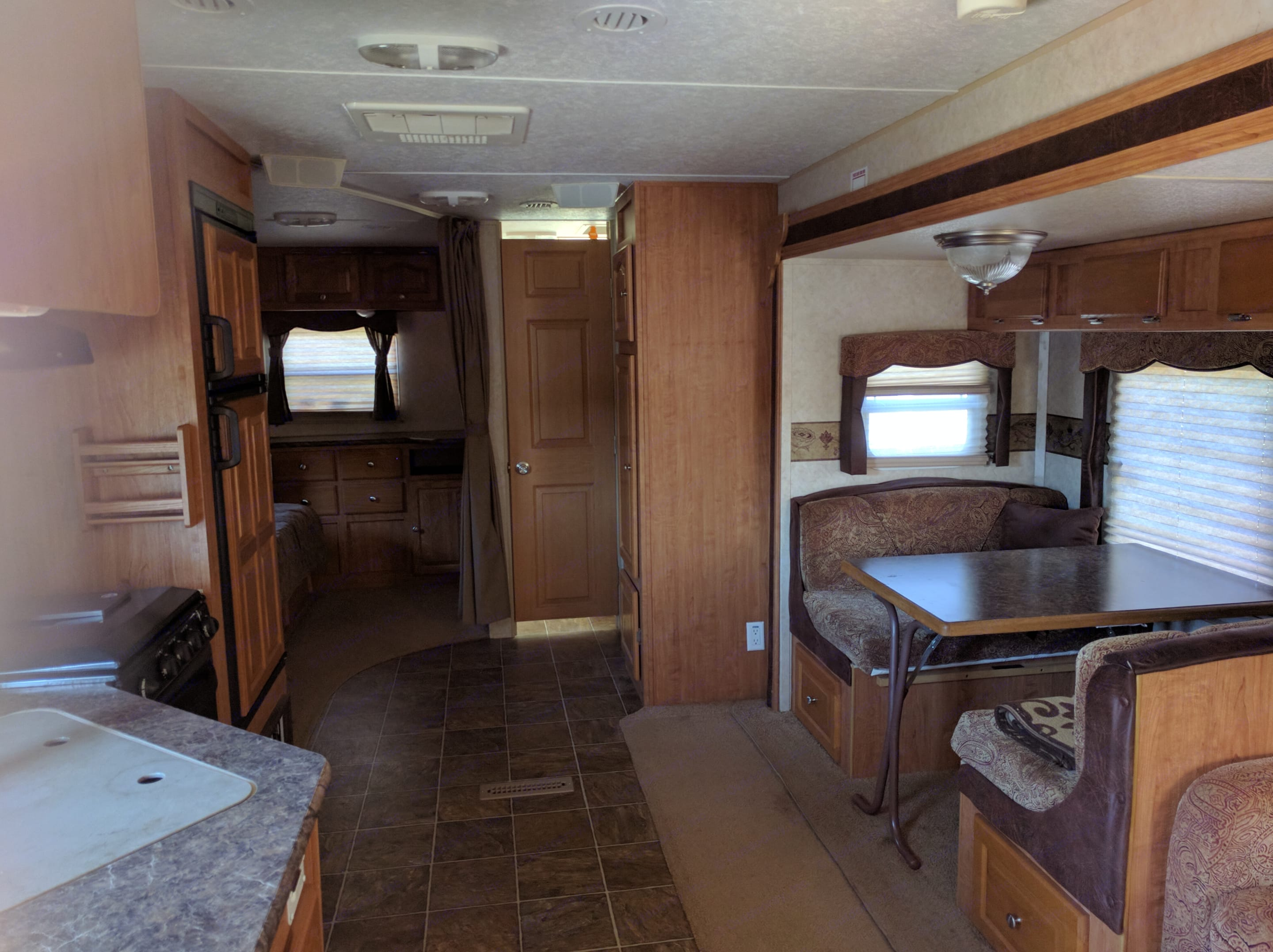 Seats, sleeps and can entertain up to 9!!   with sleeping bag space on the floor to boot!. Forest River Rockwood Signature Ultra 2010