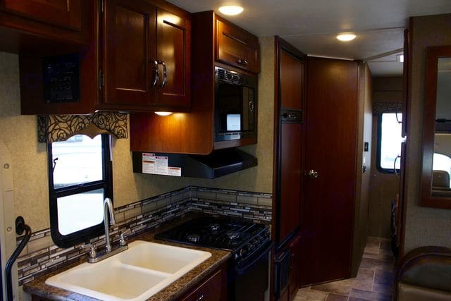 Kitchen. Thor Motor Coach Four Winds 2017