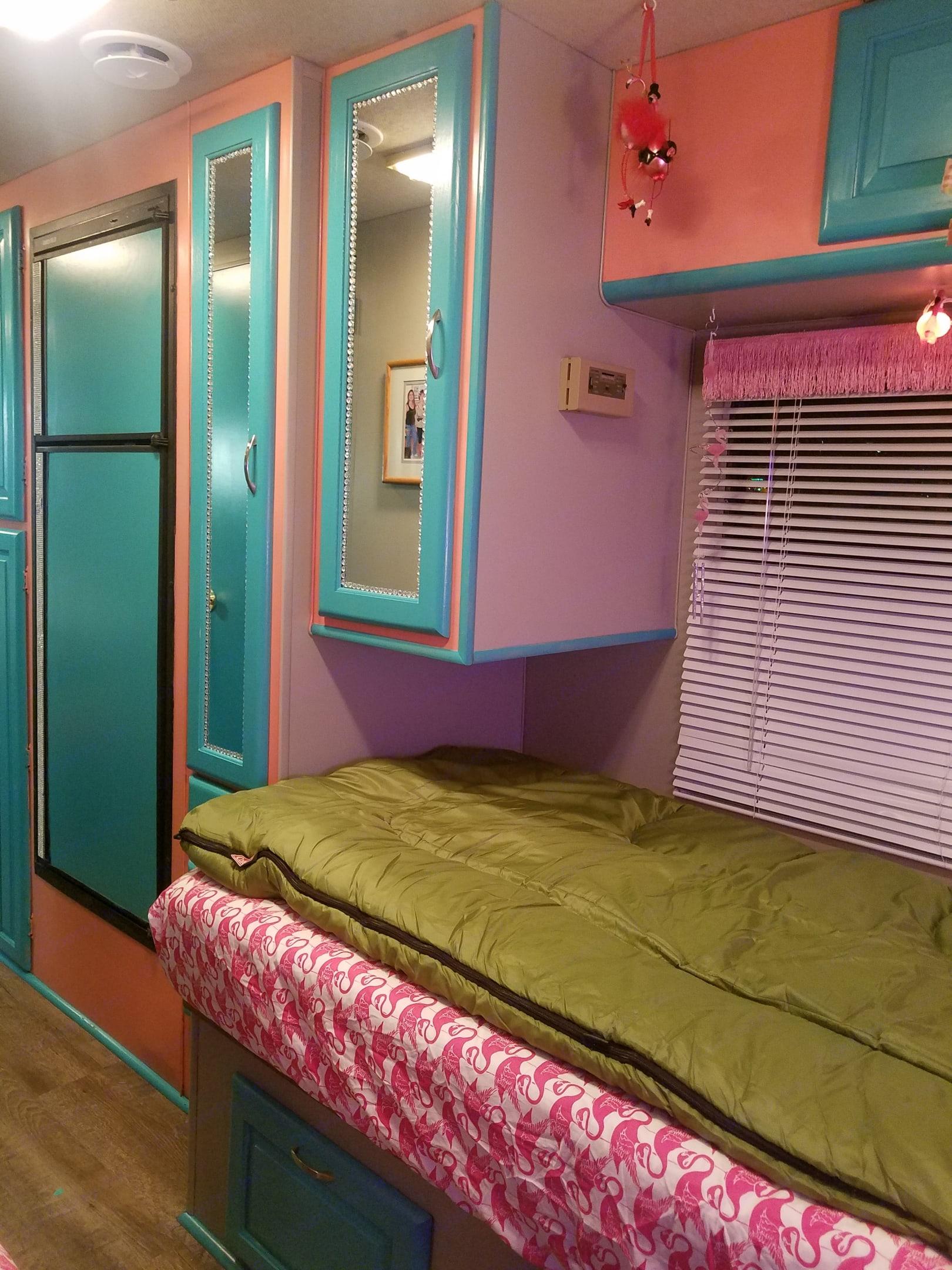 Bedroom. Thor Motor Coach Pinnacle 1992