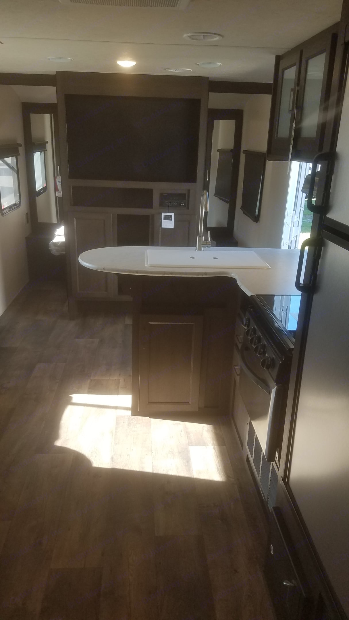 Nice kitchen and TV. Forest River Wildwood X-Lite 2018