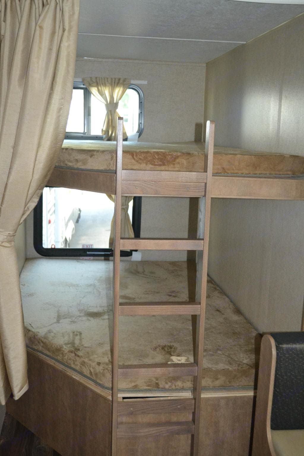 Full size bunkbed. Launch outfitter 27bhu 2018