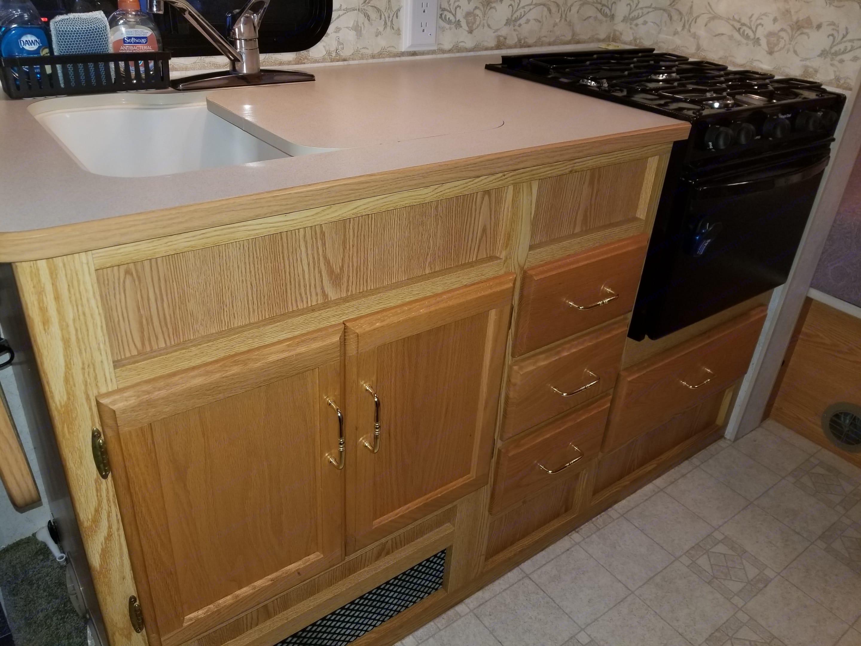 Kitchen. Winnebago Minnie Winnie 2004