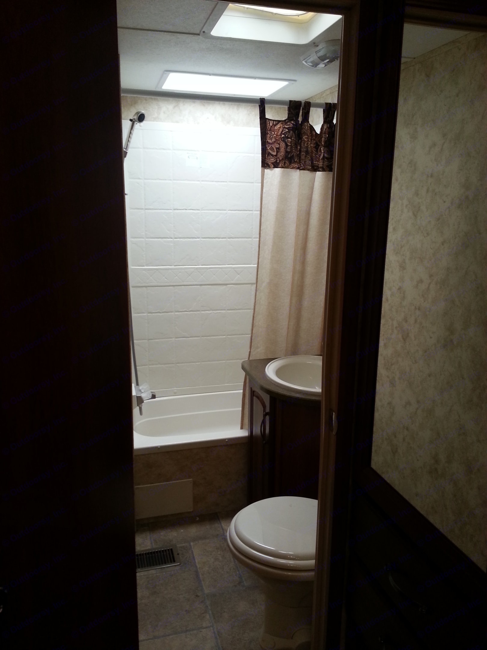 Full Bath with toilet, sink & shower. Keystone 11C 2011