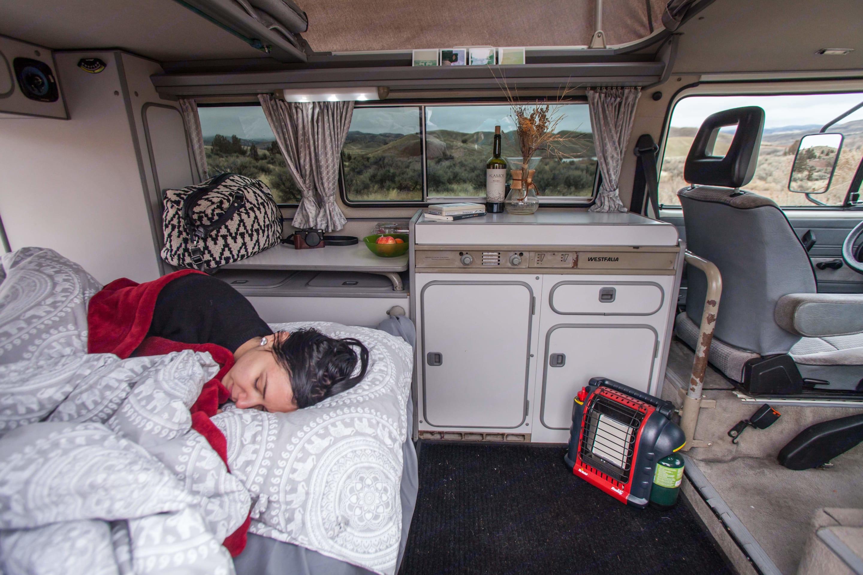 Cuddle up in this cozy bed.. Volkswagen Vanagon Camper 1987