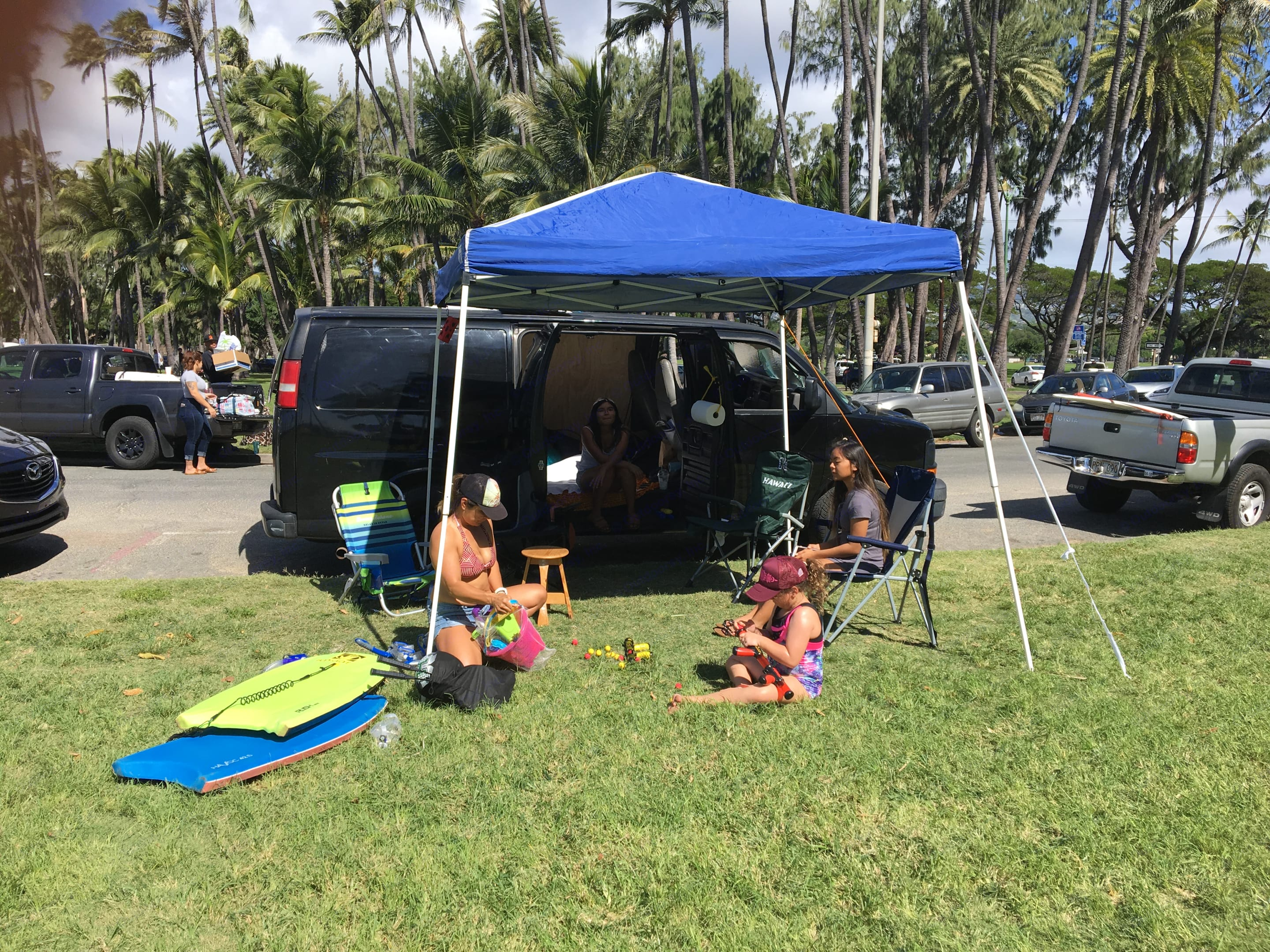 Lounge like a Rock Star, pop up tent is provided with rope and steaks to set up as an awning. This is Kaimana Beach in Waikiki.. Chevrolet Other 2004