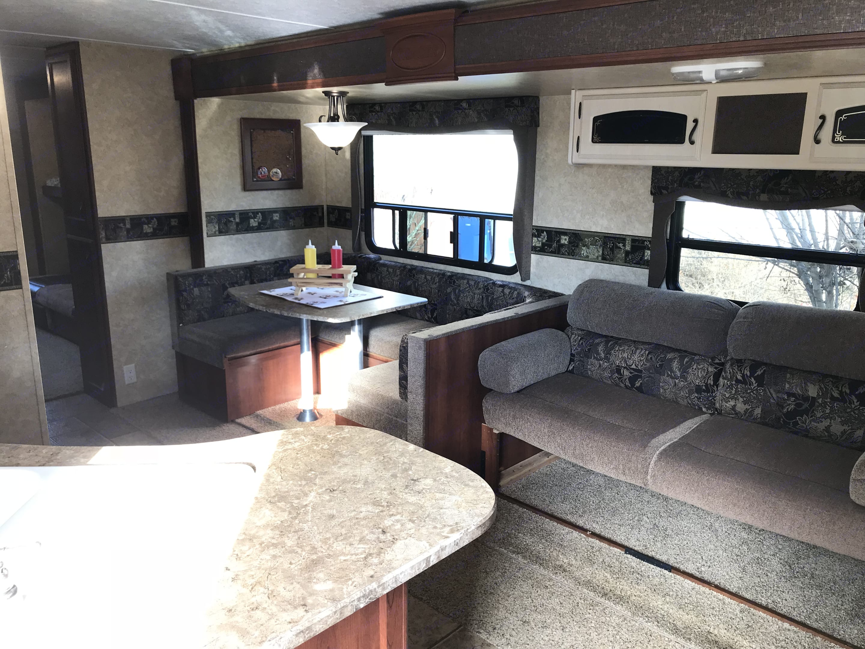 Full living room slide out gives you lots of space. The sofa and dinning area convert to additional bedding.. Keystone 3150BHD 2011