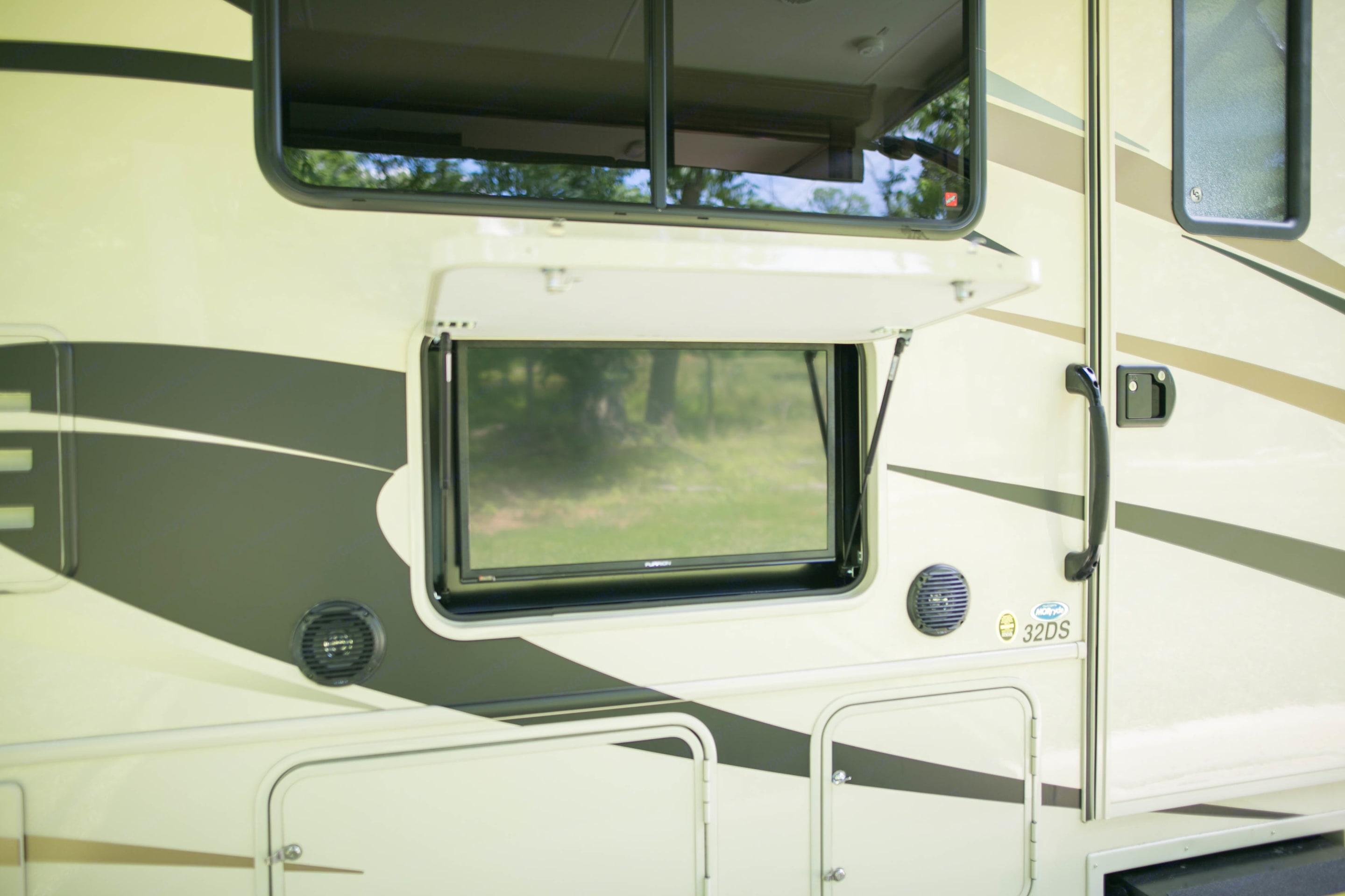 Outdoor TV and speakers until awning patio area. Forest River FR3 2018