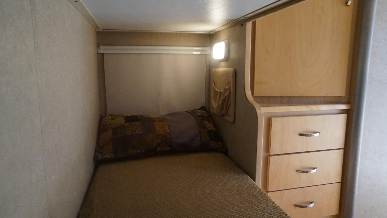 """Twin Bed - 6'4"""" long. Winnebago navion 2008"""
