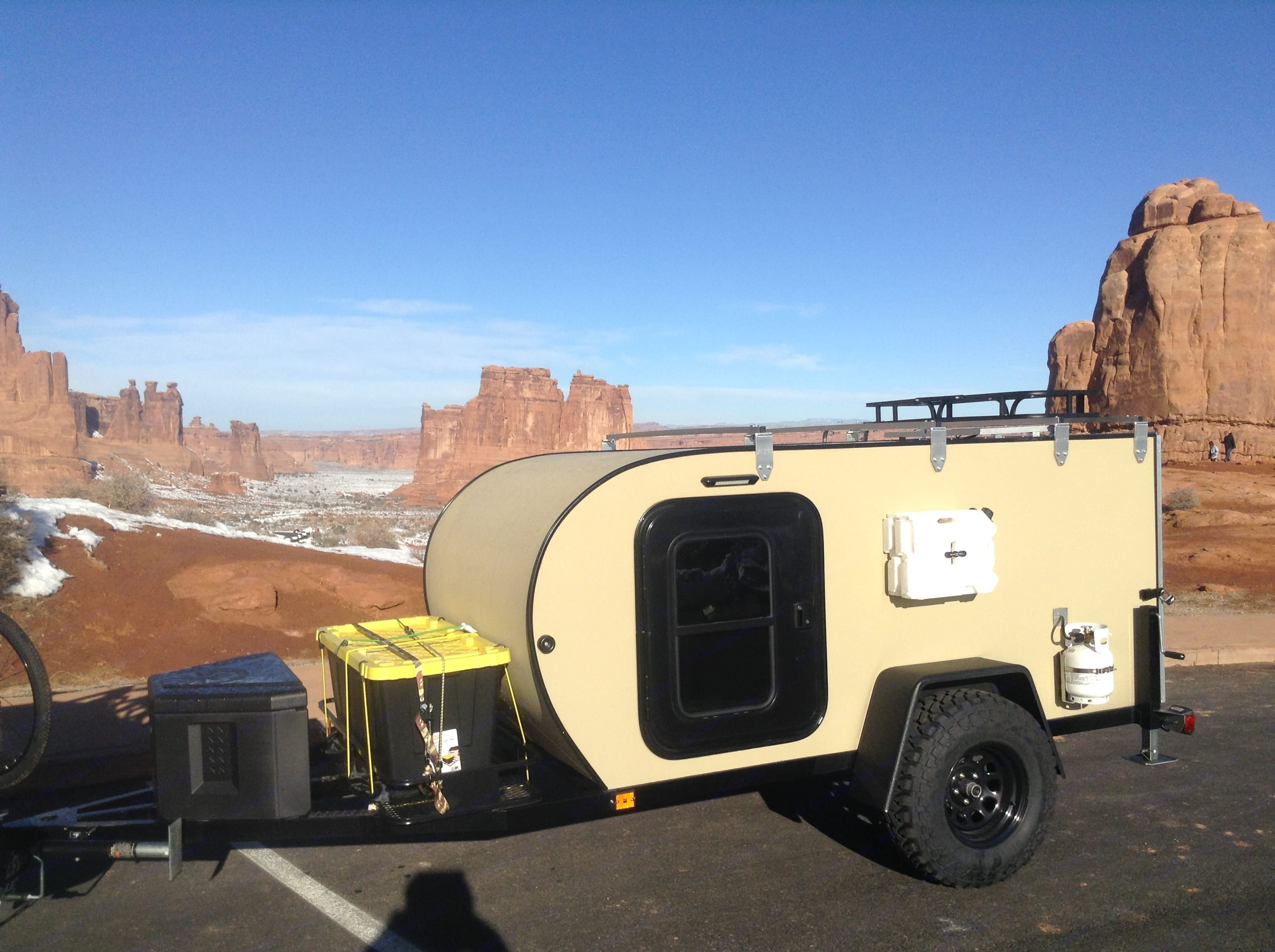 This teardrop features lots of outside storage including 2 two gallon  jerry cans. Roof top racks and solar charger. The tongue comes with a locked storage box and 55 gallon storage tub. A full 5 gallon propane tank included with every rental.. Alpine Other 2017