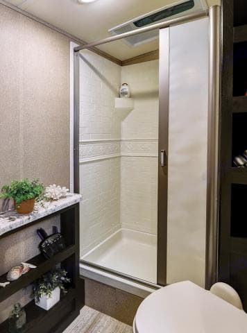 Large Shower!. Grand Design 2800BH 2018