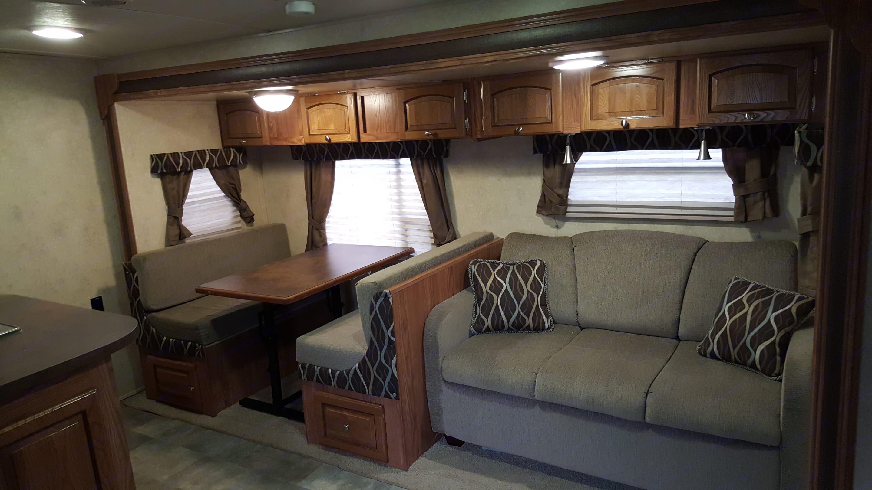Livingroom And dinette. . Flagstaff Shamrock 2014