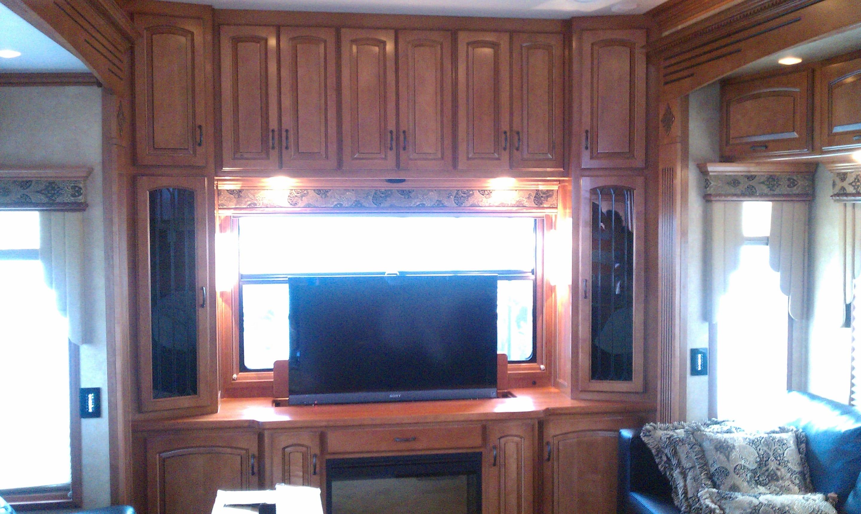 Living area with popup TV. Drv Elite Suites 2011