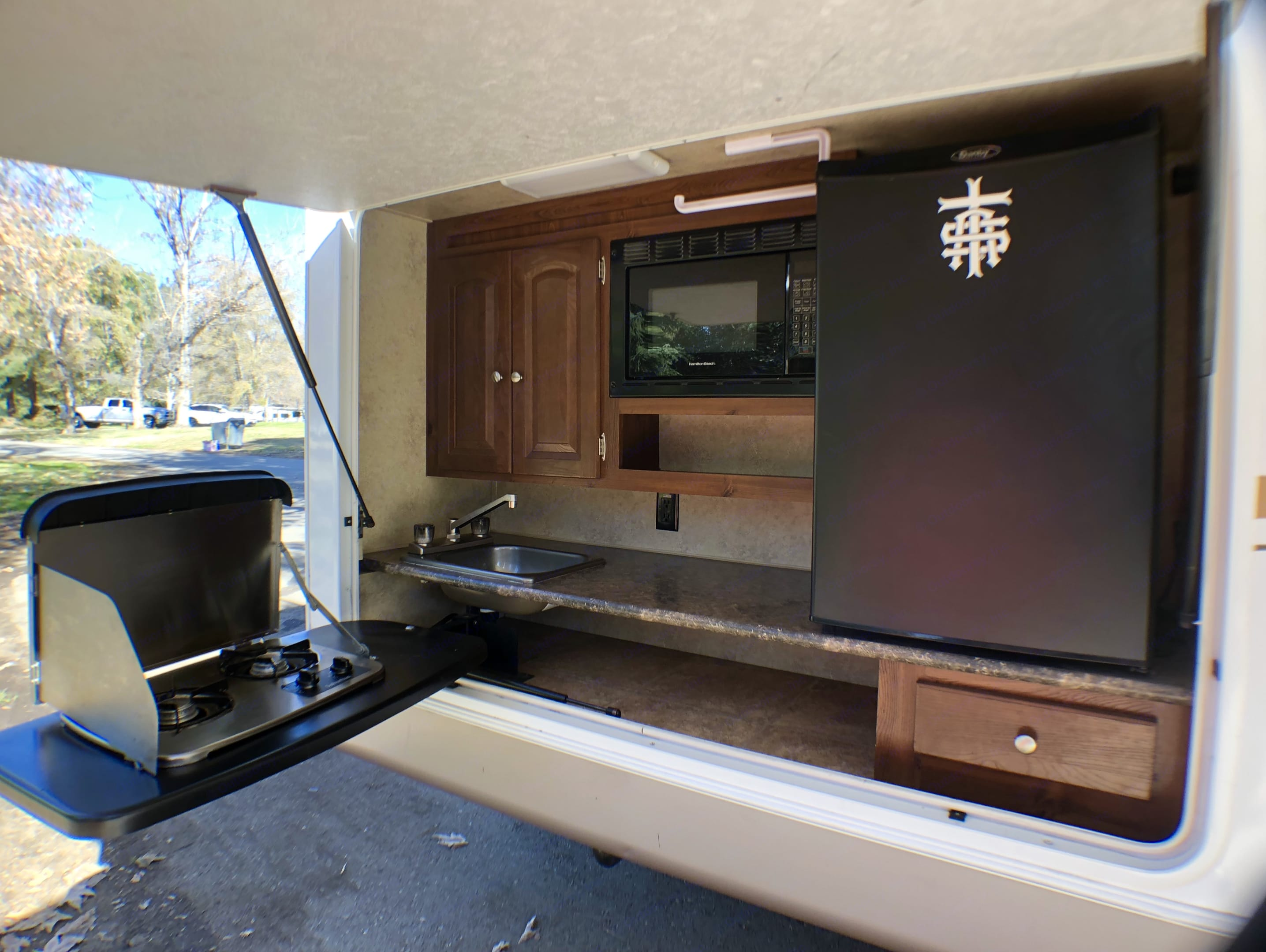 Outdoor kitchen With 2 burner stove, sink, microwave and large fridge.. Flagstaff Super Lite 2011