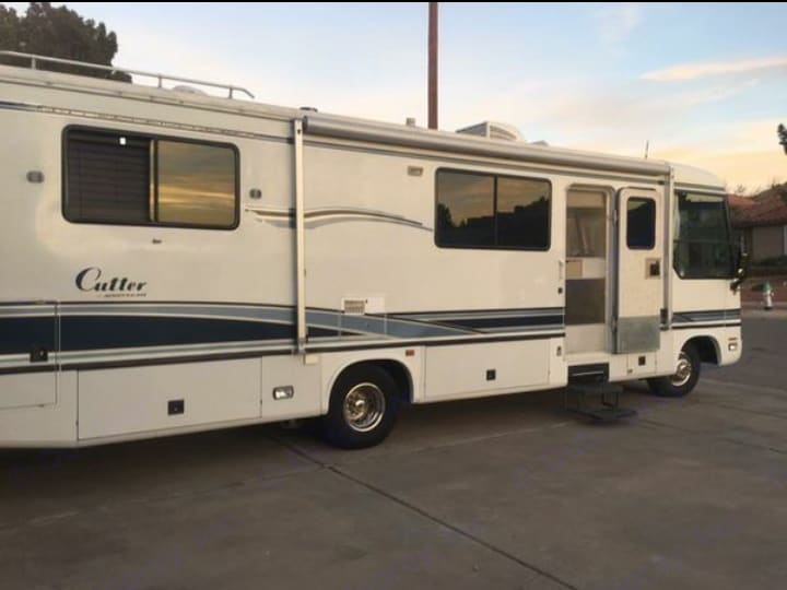 30 foot Airstream Land Yacht waiting for you.. Airstream Land Yacht 1996