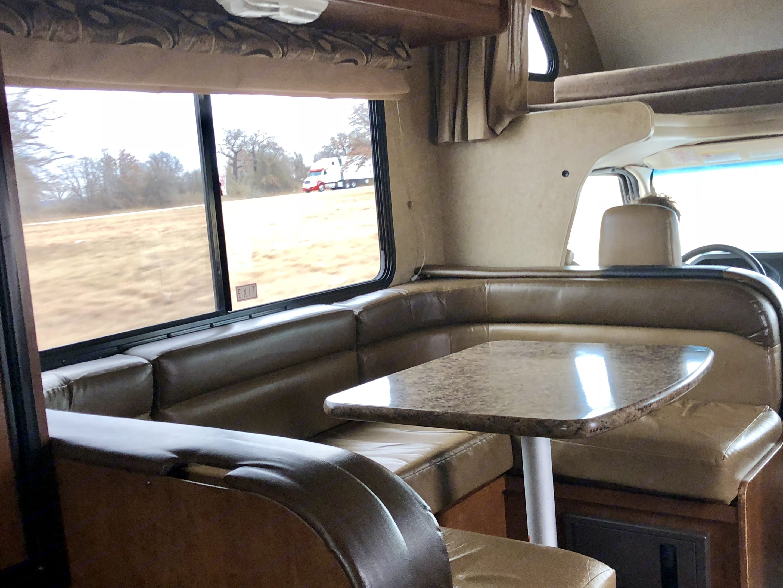 Thor Motor Coach Four Winds 2015