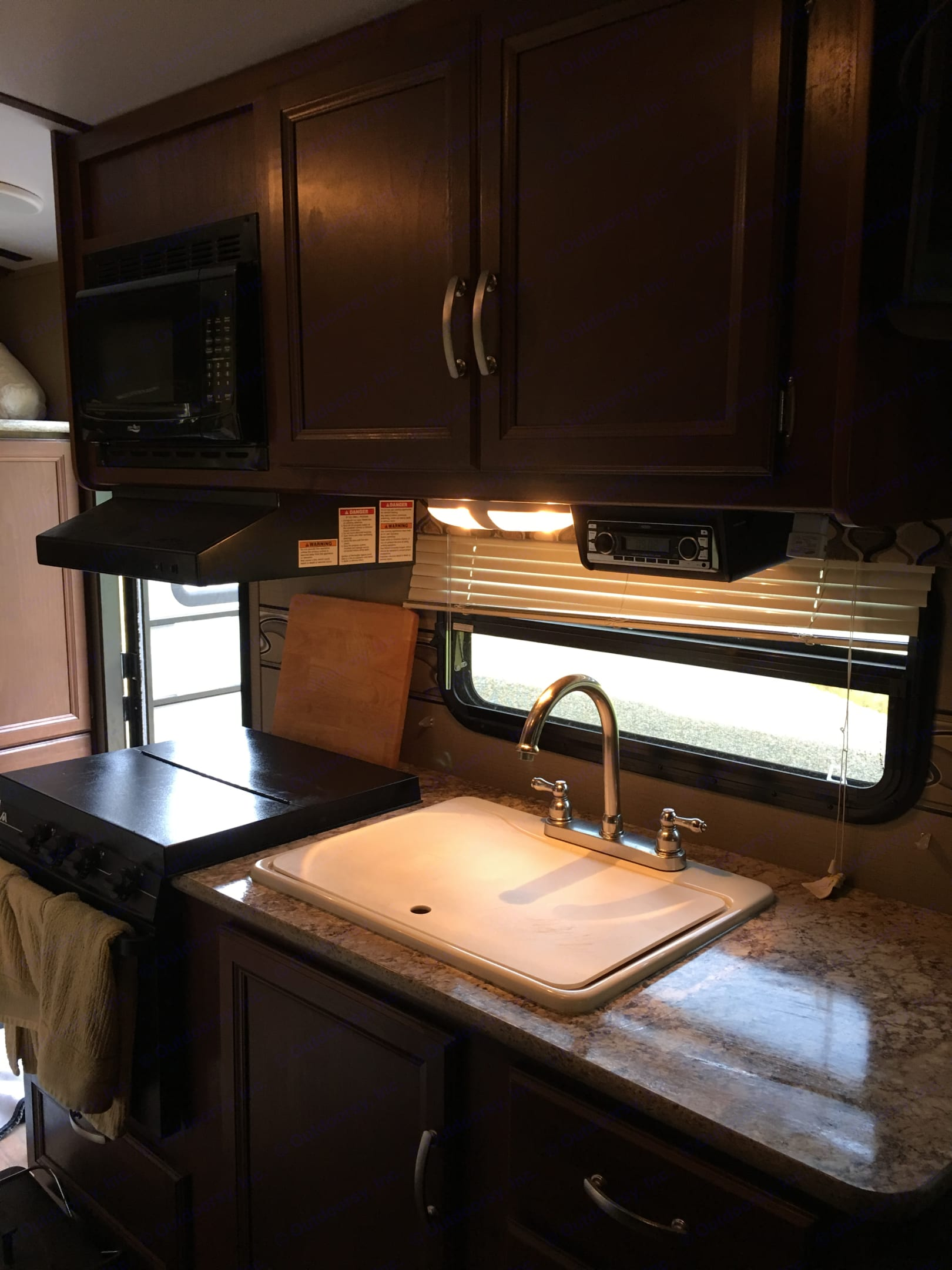 Kitchen with stove, oven and microwave. . Keystone Outback Terrain 2015