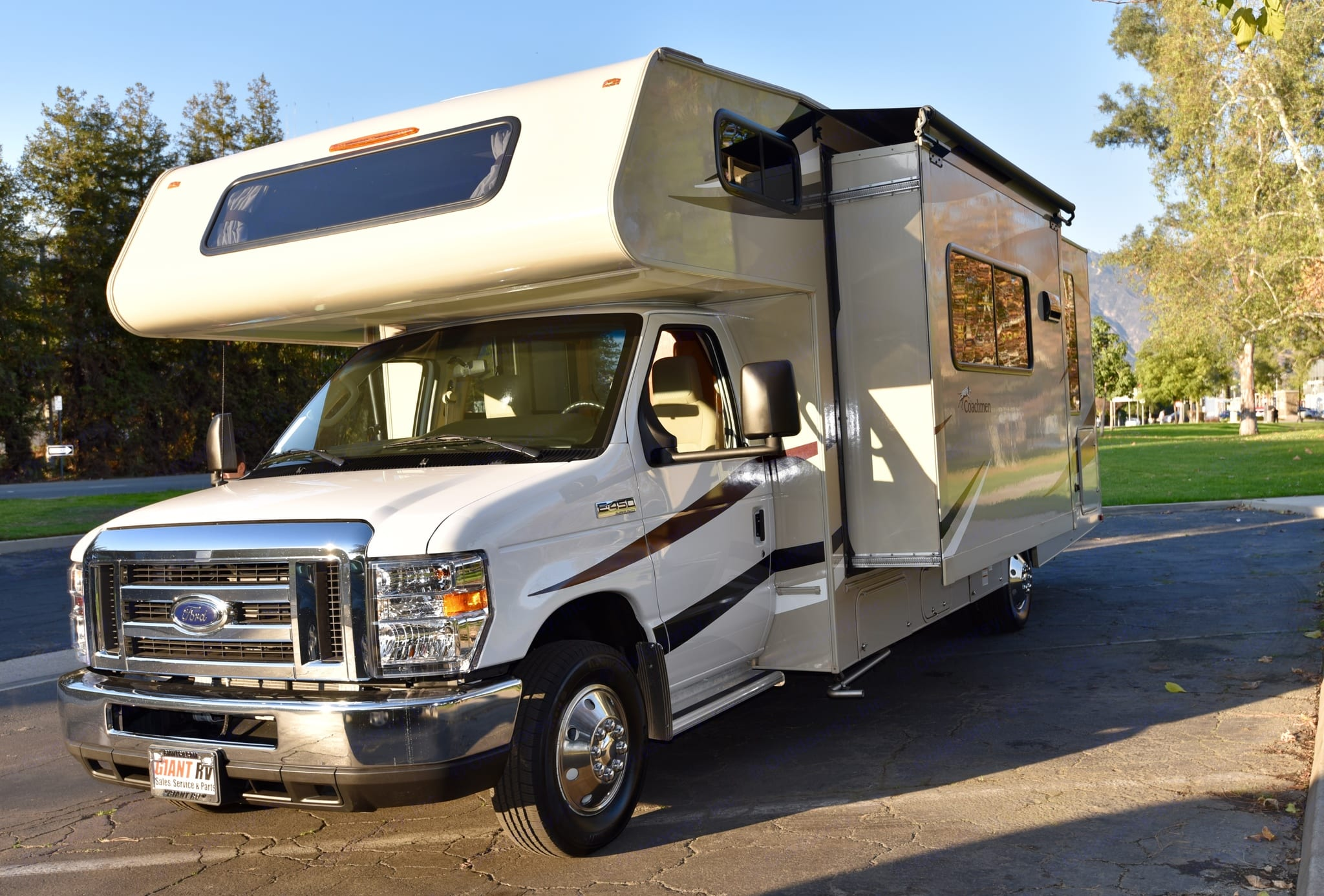 One Slide (stove/oven and couch slide out to enlarge kitchen & living room areas). Coachmen Leprechaun 2018