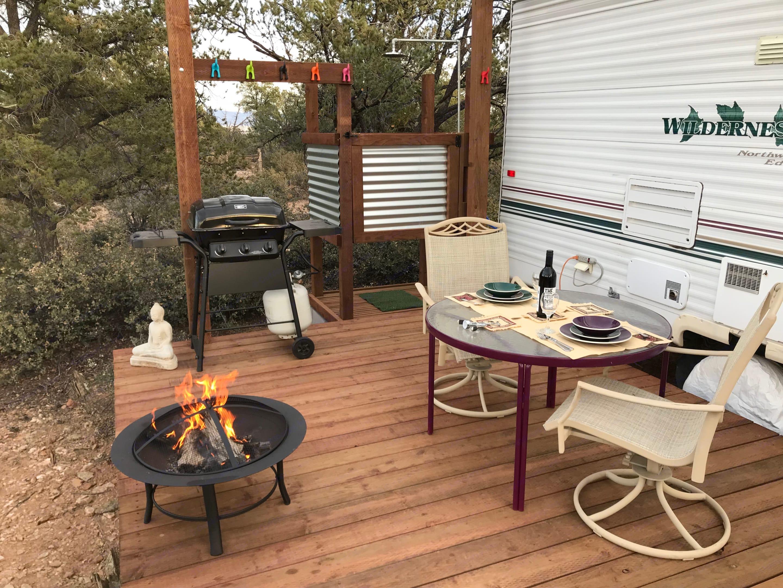 Dining outdoors.. Fleetwood Wilderness 2001