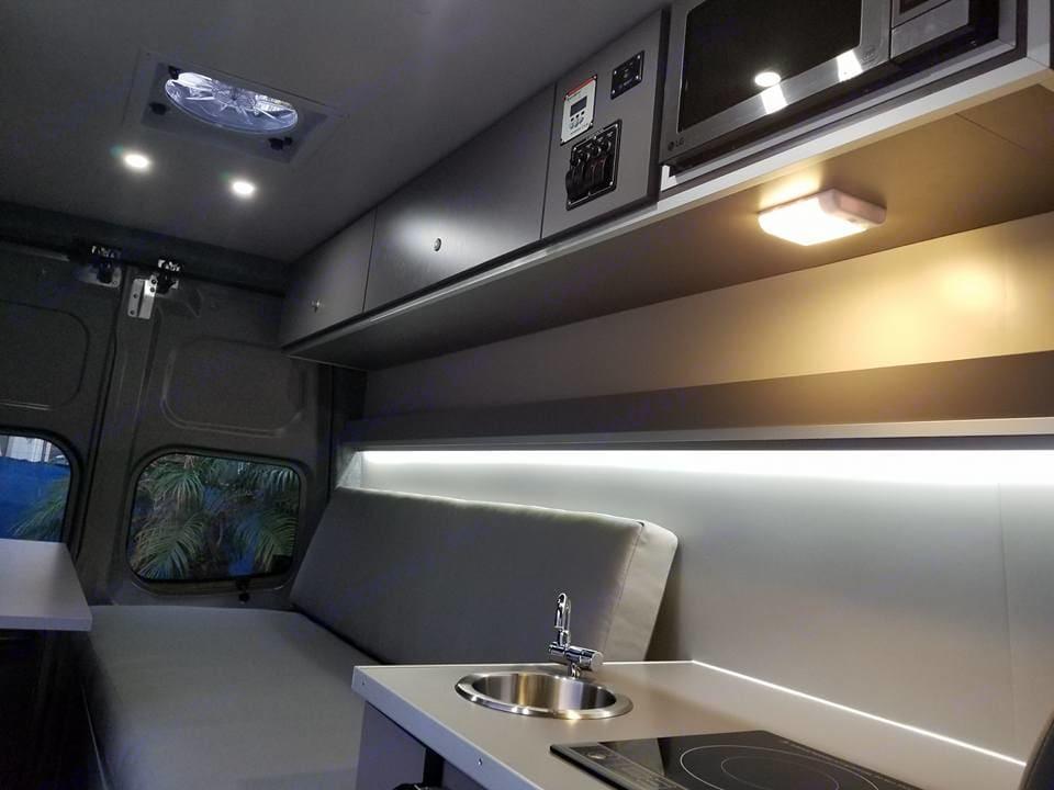 Lighting, Fan . Nissan NV2500 2012