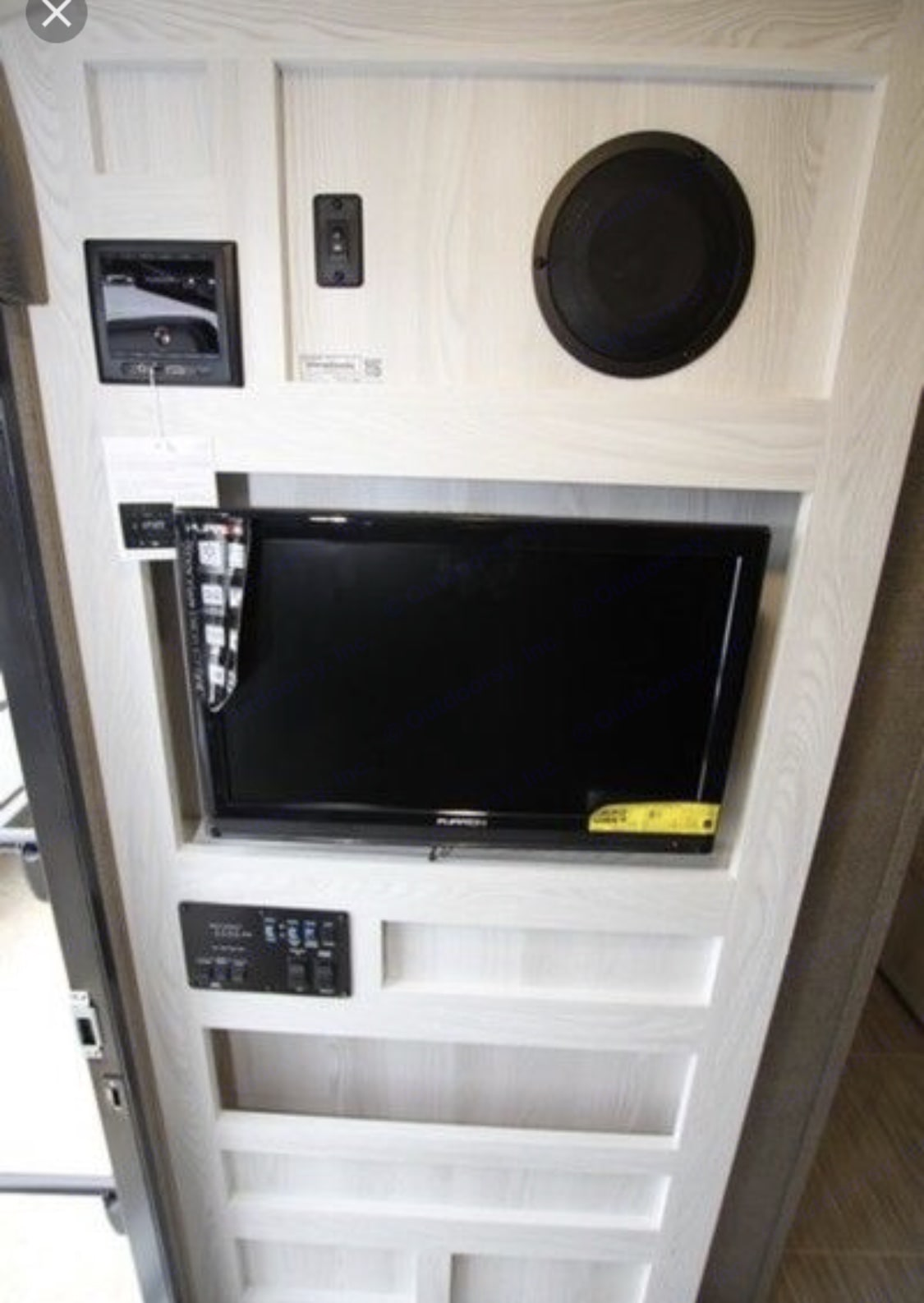TV on a swivel facing the dinette/bed. Includes dvd, HD antenna, and Bluetooth with WiFi booster!! . Forest River Flagstaff E-pro E16 2018