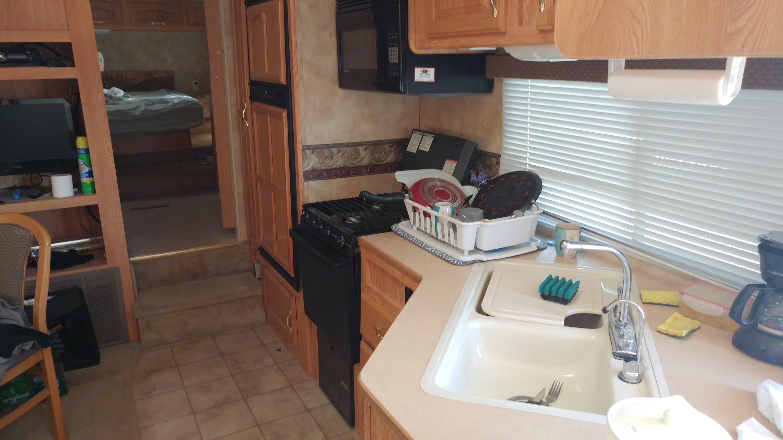 fully equipped kitchen. Keystone Laredo 2006