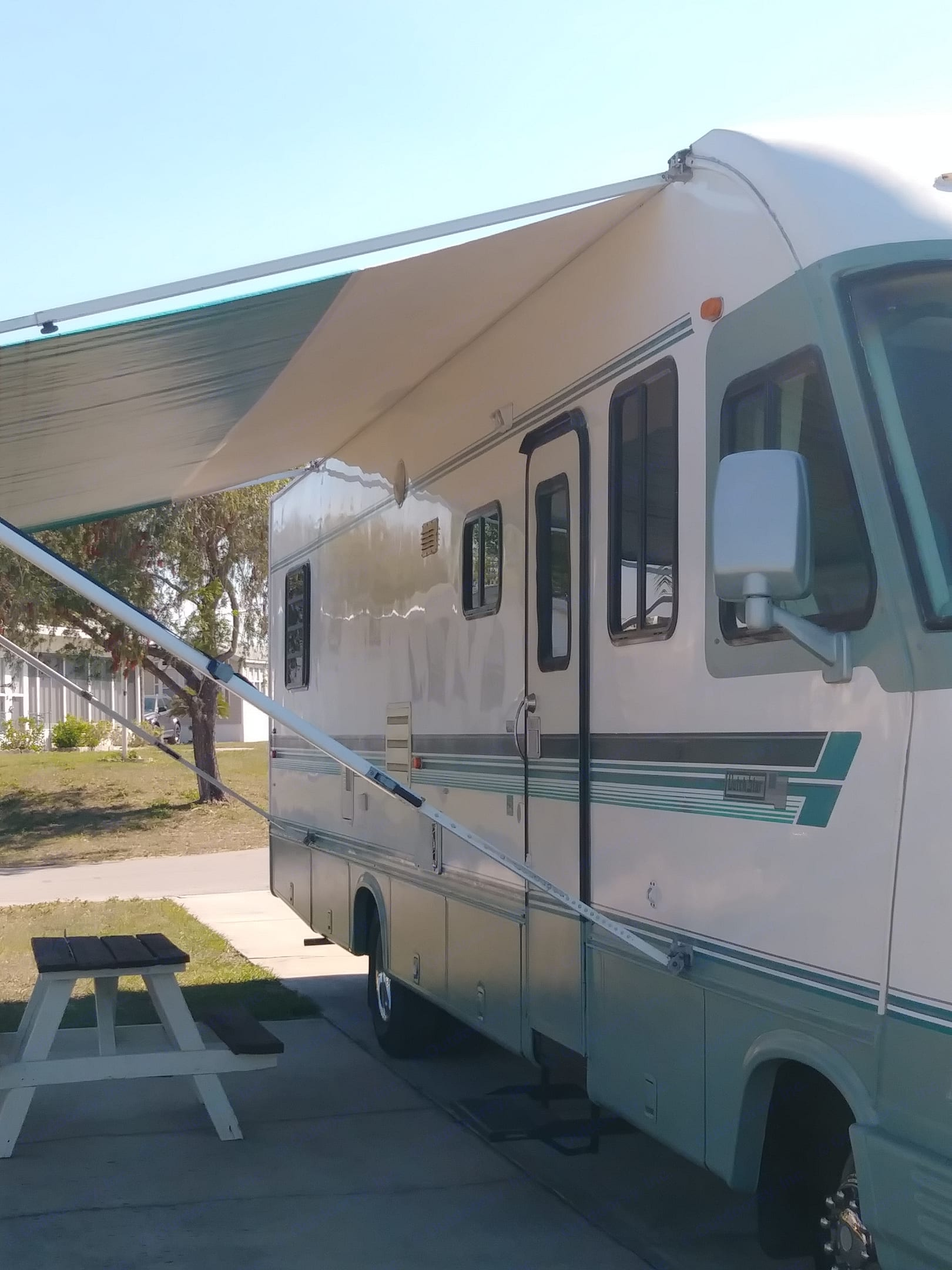 Very clean motorhome that is ready when you are.. Newmar dutch star 1994