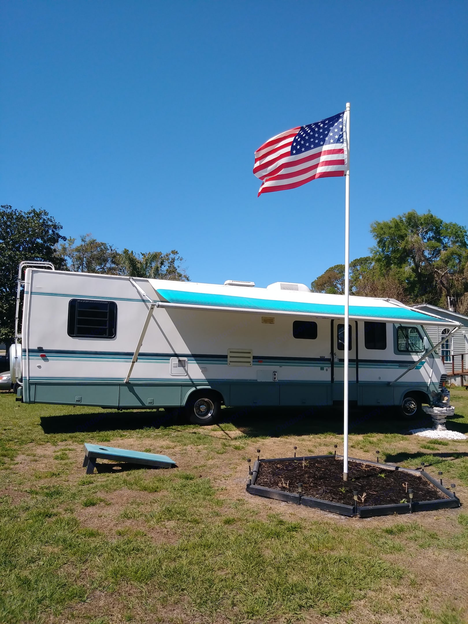 Very nice rv that is ready for any adventure that you are ready for. Great for weekend get aways or any type of outdoor fun.. Newmar dutch star 1994