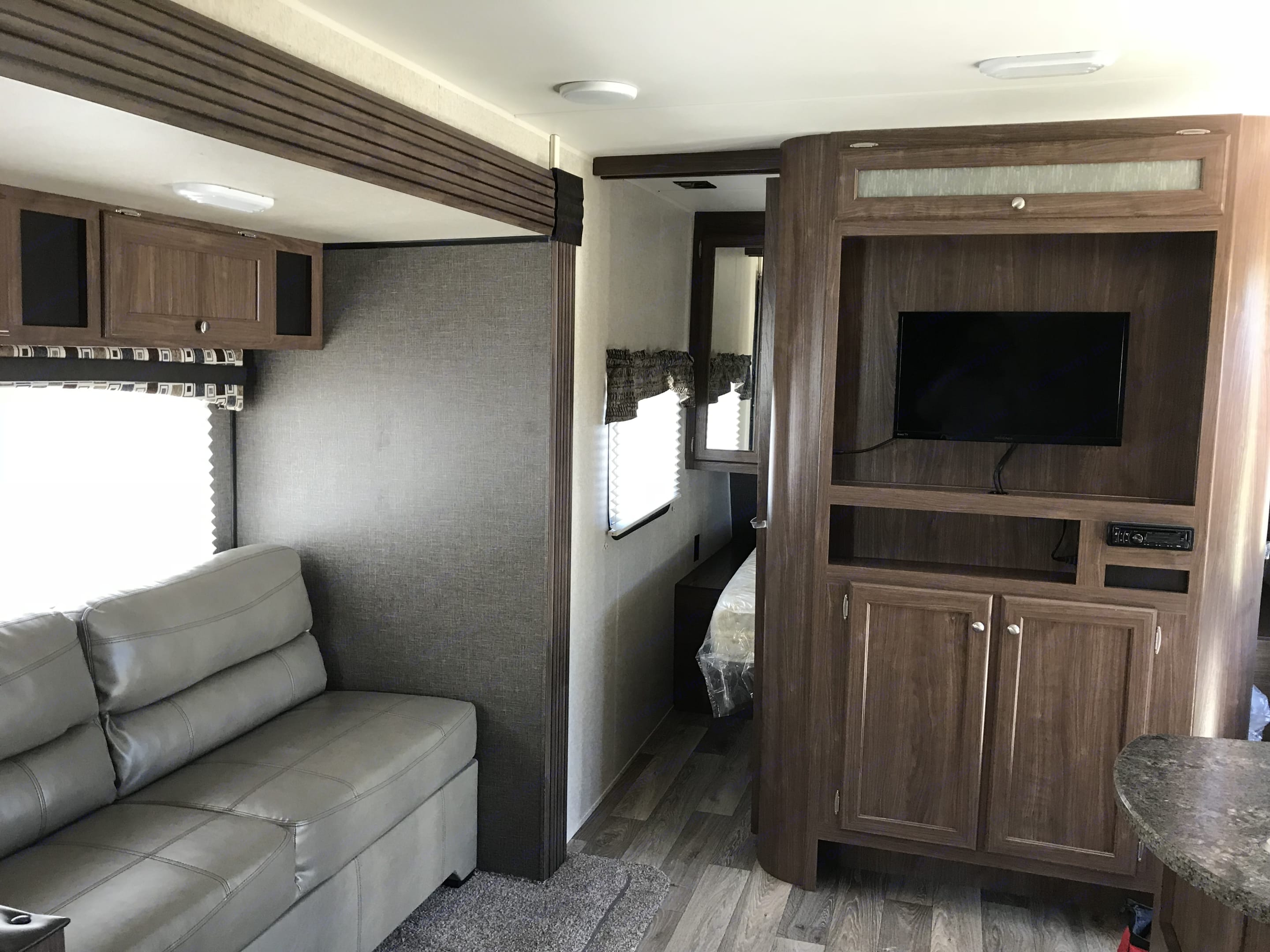 Sofa pulls out to a bed.. Heartland Prowler Lynx 2017