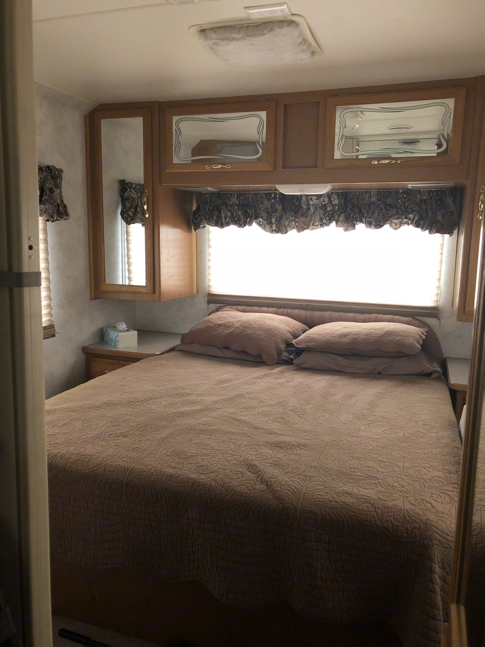 Memory foam queen bed. Thor Motor Coach Hurricane 2000