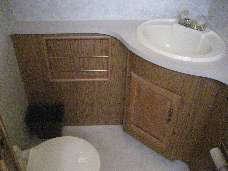 bathroom . Shasta sunflyer 1998