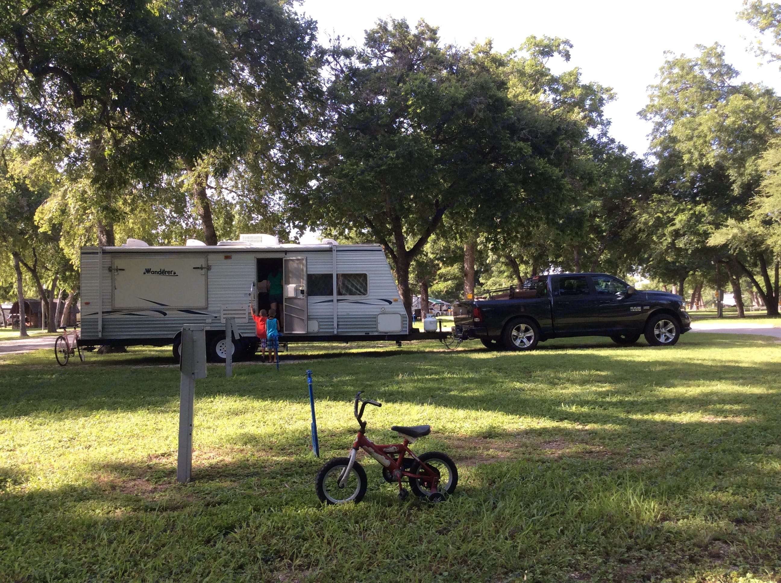 Being towed. Weight 4500. . Thor Motor Coach Wanderer 2004