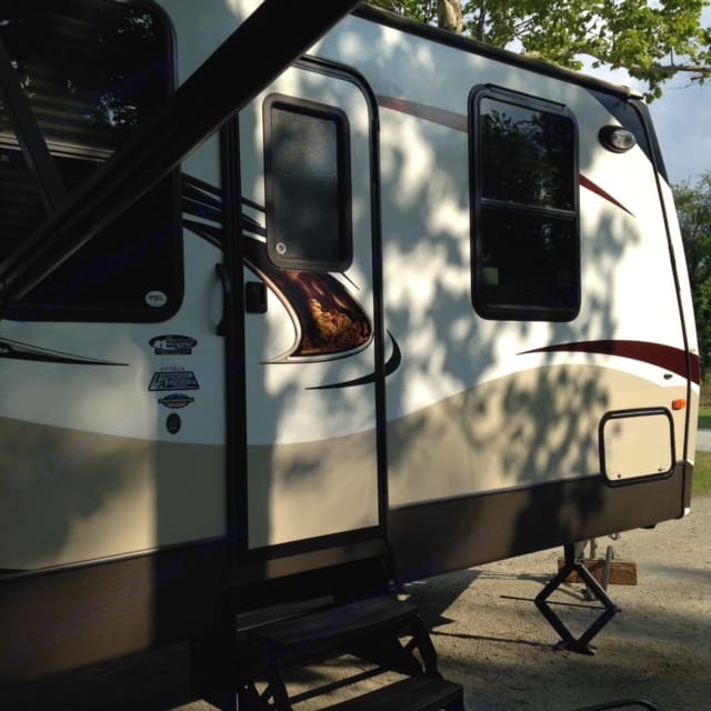 More pics available for review.  . Keystone Sprinter 2013