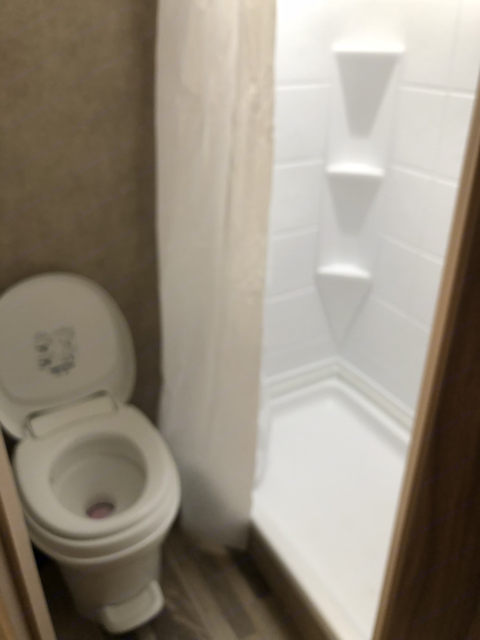 Bathroom . Coachmen Viking 2017