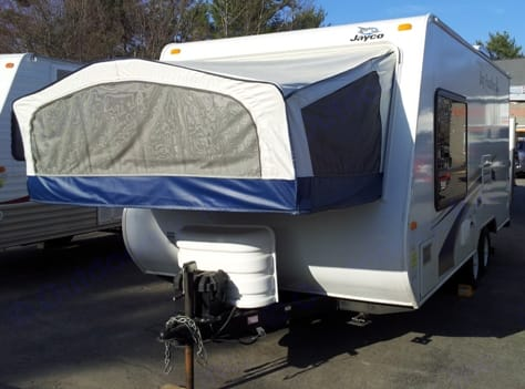Shows how the Queen size bed opens up on exterior of camper.. Jayco Jay Feather Exp 2009