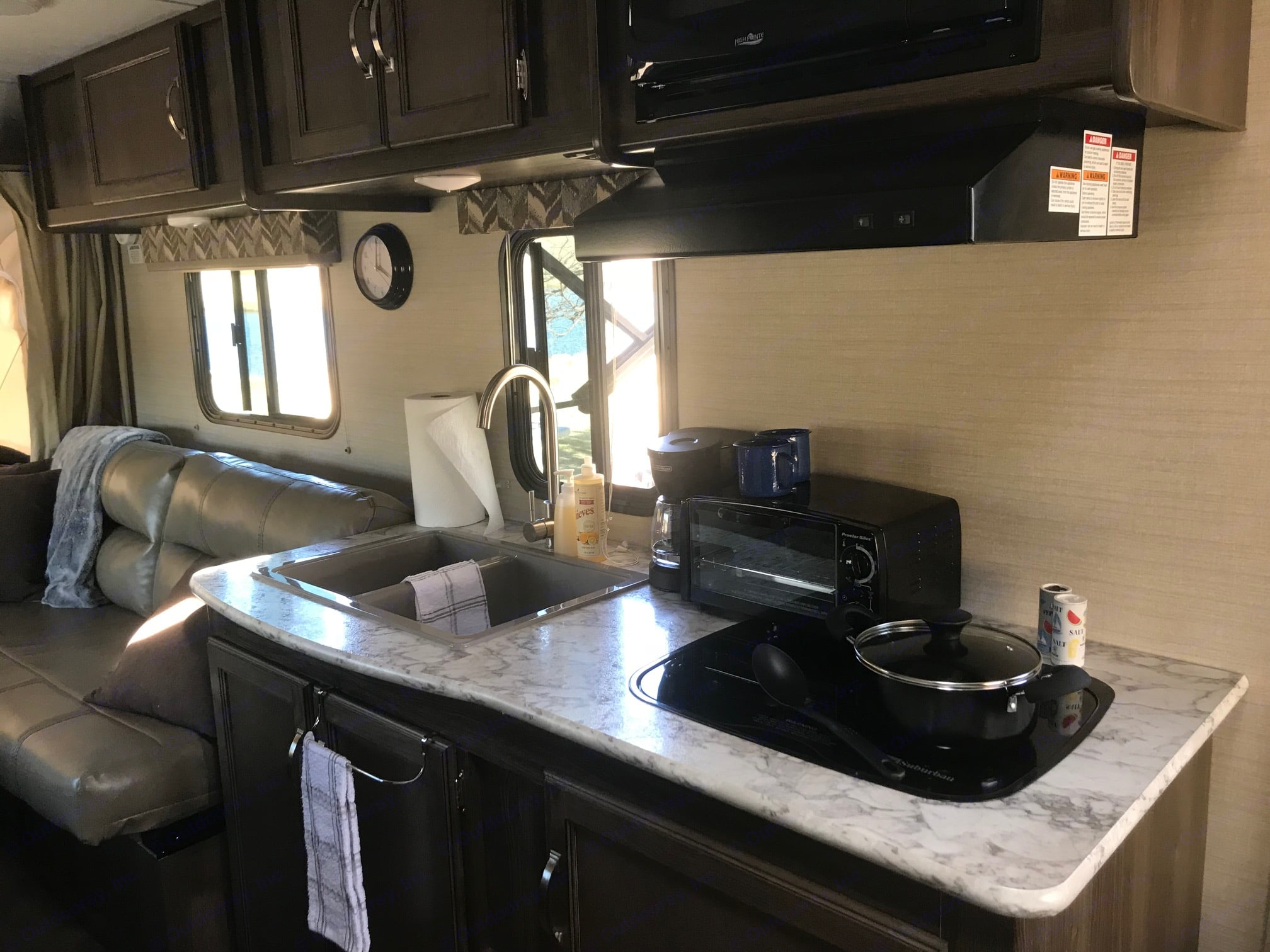 Deep double sink and everything you need to do the dishes and clean is included.. Keystone Bullet Crossfire 2018