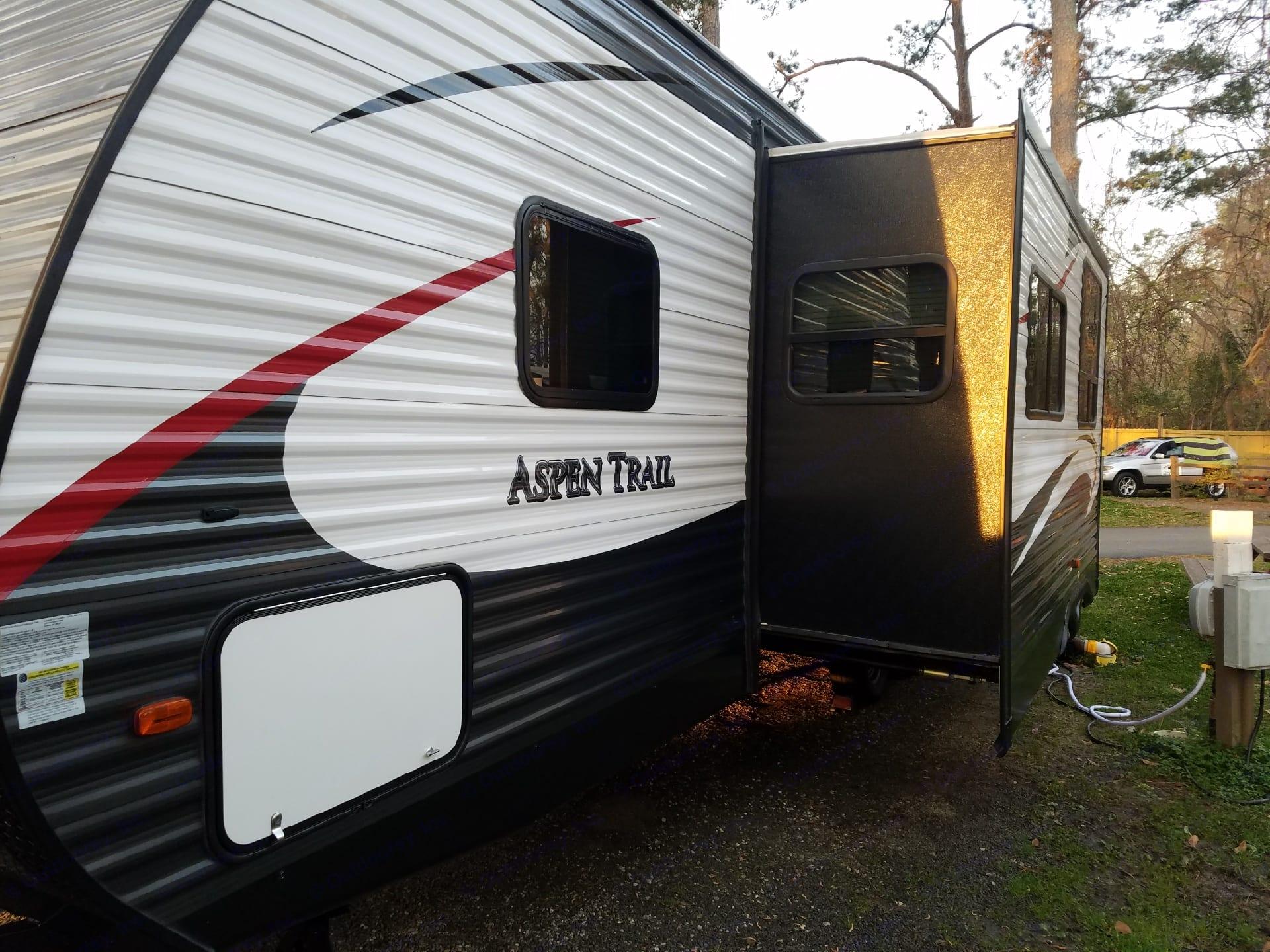 Slide out is electric.. Dutchmen Aspen Trail 2016
