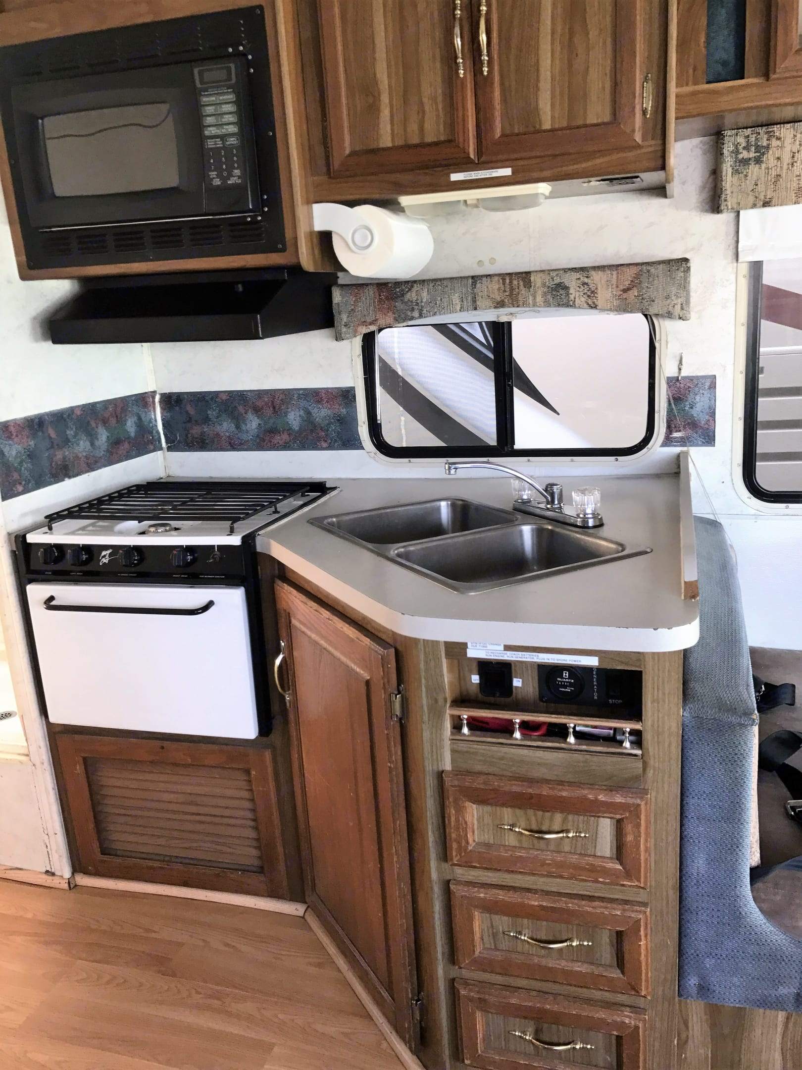 Interior Kitchen. Thor Motor Coach Four Winds Chateau 1999