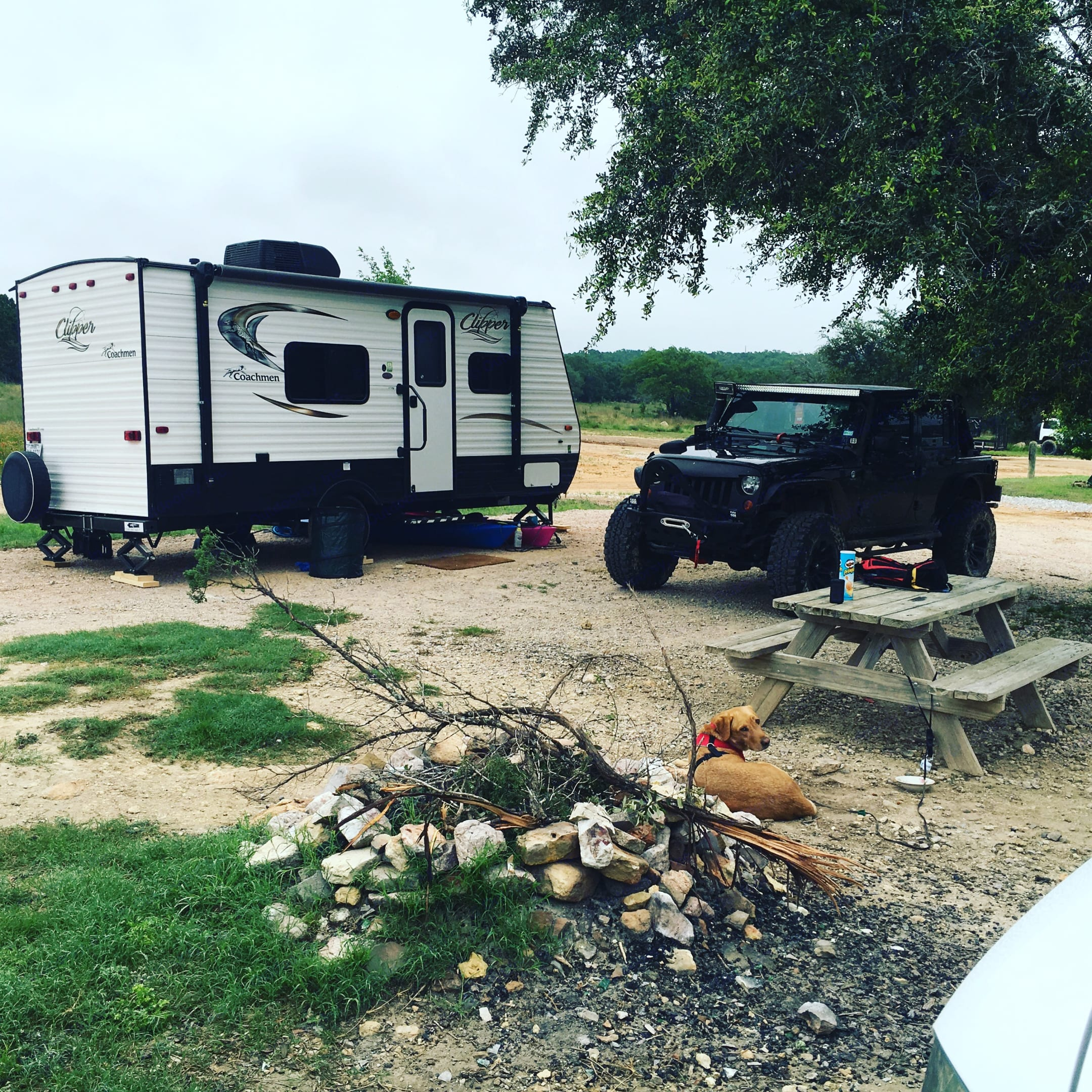 Easily towable with a Jeep Wrangler and safely within the OEM limits. Utilized with an adjustable drop hitch and a sway bar. . Coachmen Clipper 2017