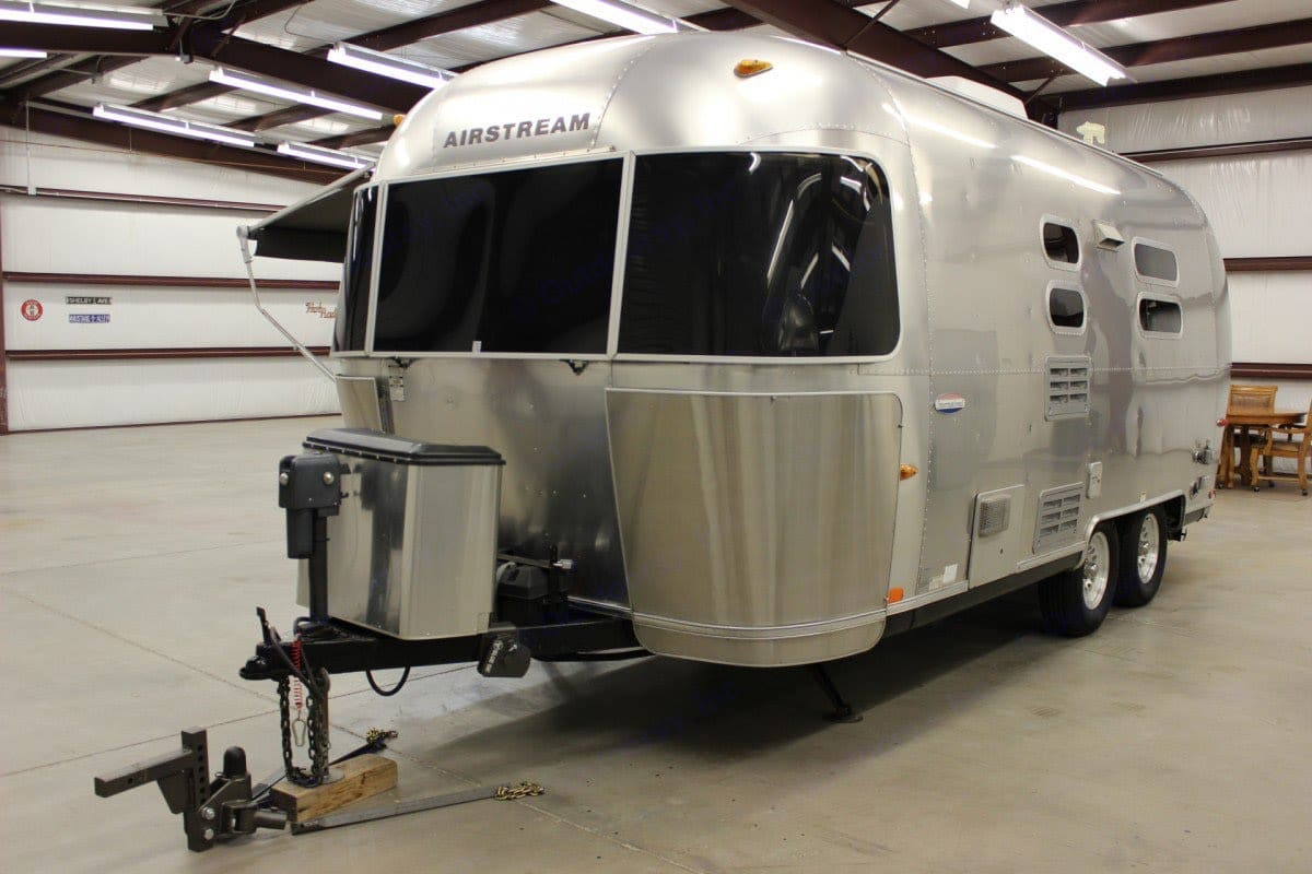 Front view, two propane tanks & cover. . Airstream International 2006