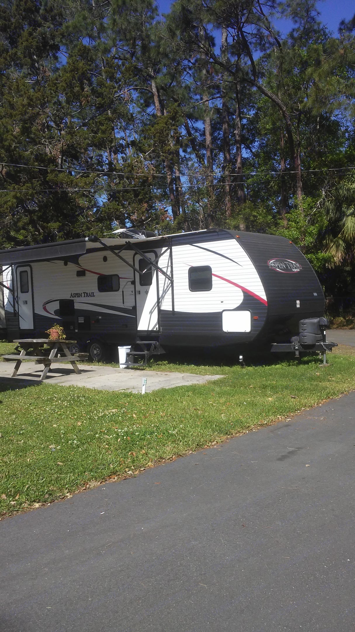 33 foot pull behind with trailer hitch and propane tanks included. Aspen 2900s 2016