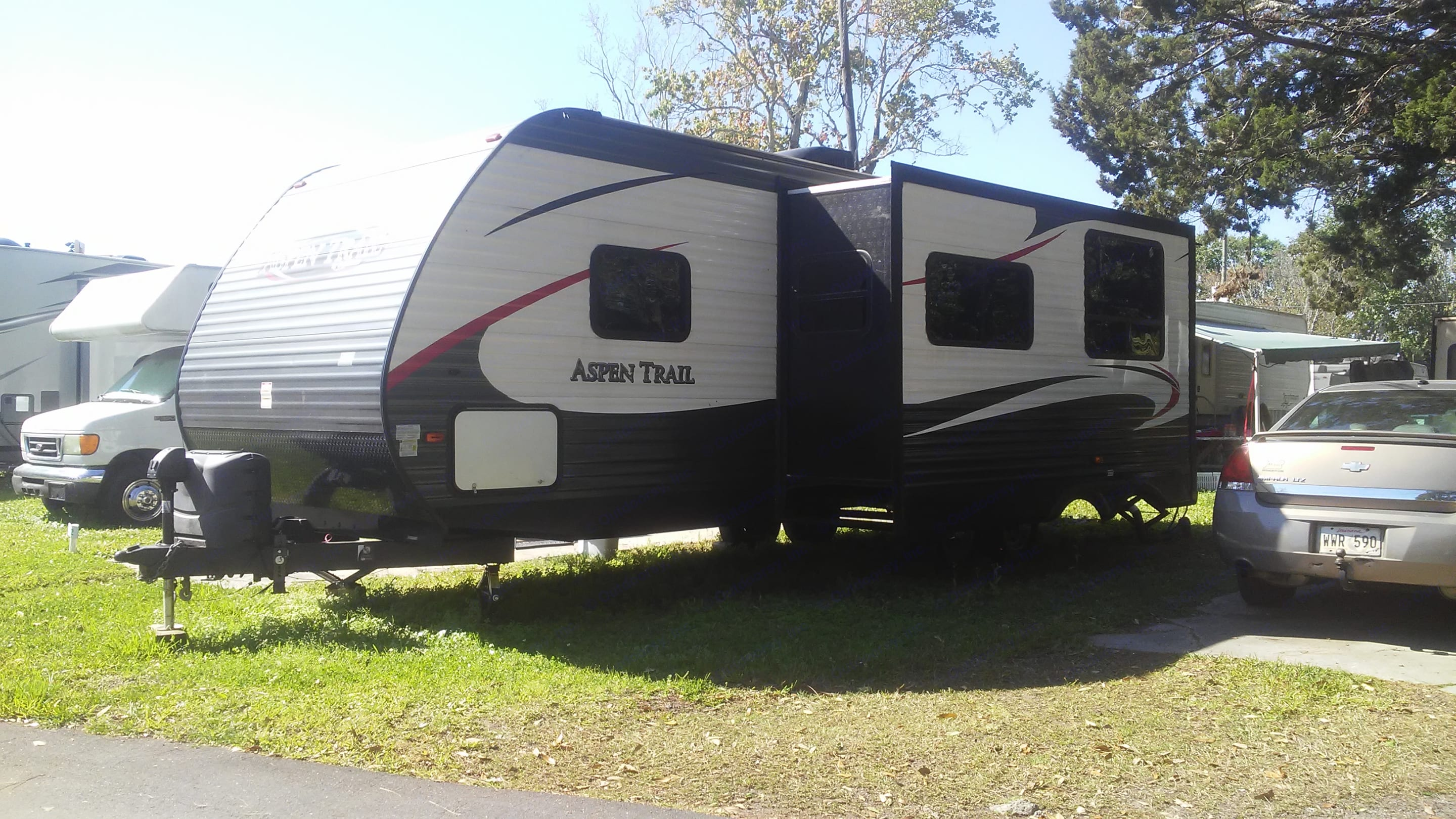 Slide-out is extended trailer also has 10 gallon water tank electrical hook-up for 50 Watts and comes with hoses for city water sewer connection for dump station. Aspen 2900s 2016