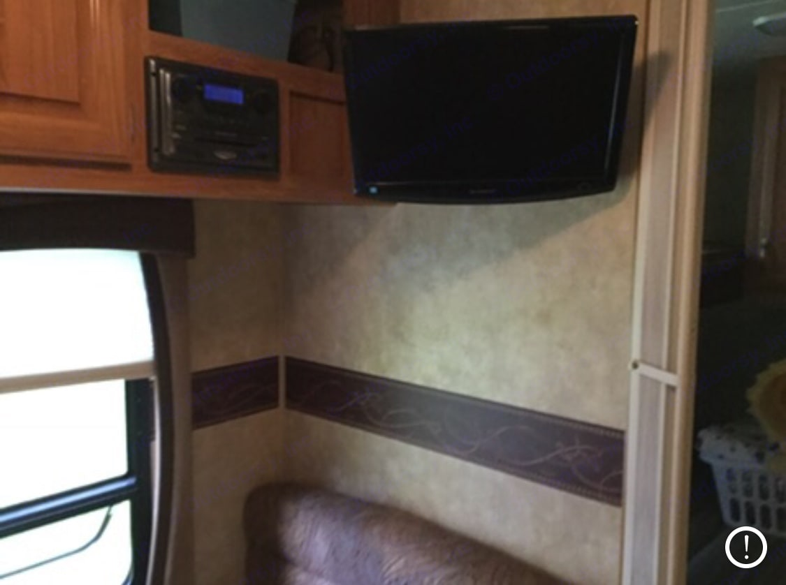Tv in liv room and bedroom DVD player and nice indoor outdoor surround. Jayco Jay Flight 2009