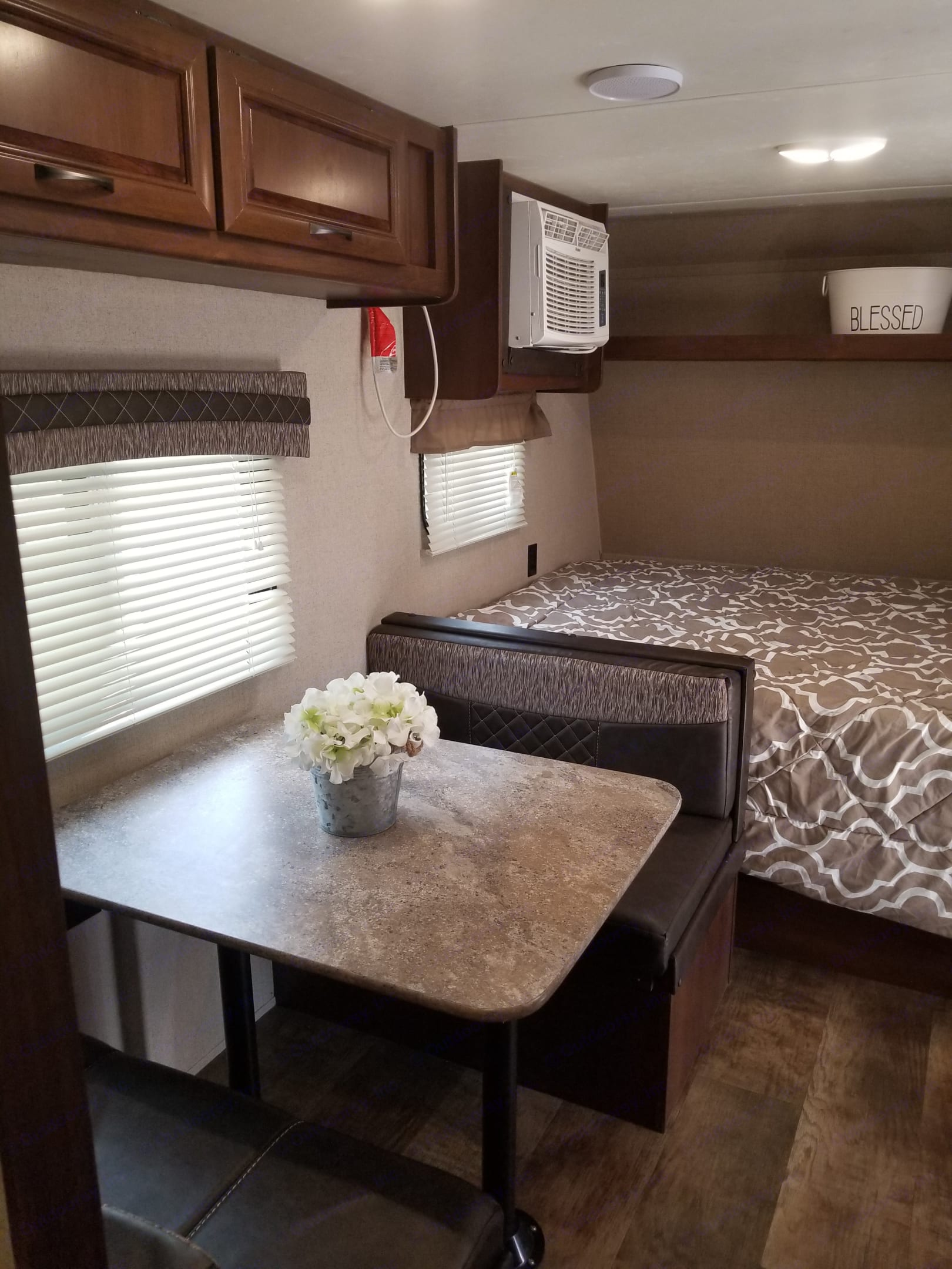Dinette and Queen bed. Crossroads Z-1 2017