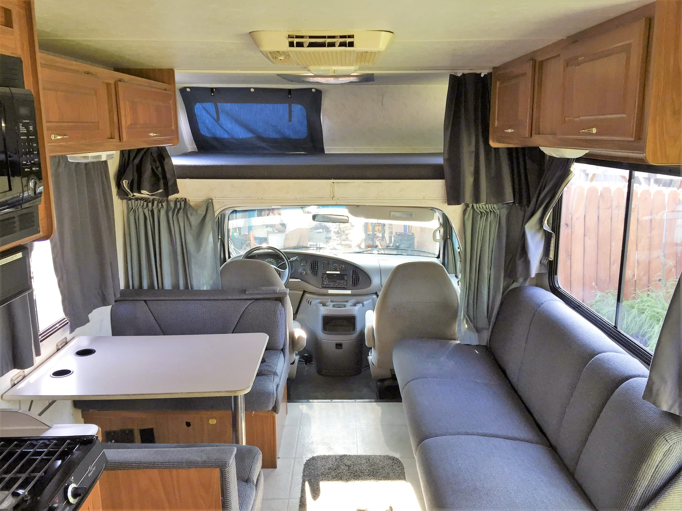 Interior Dinette, Couch, and Bunk. Thor Motor Coach Four Winds Majestic 2002