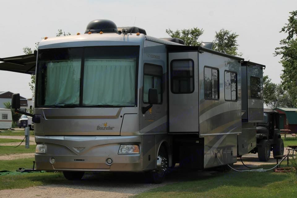 Set up and ready for a nights rest. Fleetwood Bounder 2006